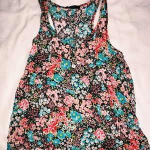 Forever 21 Tops - Forever 21 Floral Tank